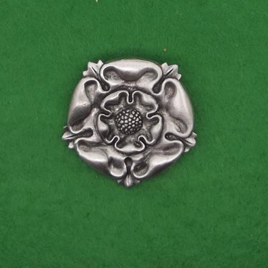 BR1225 Tudor Rose