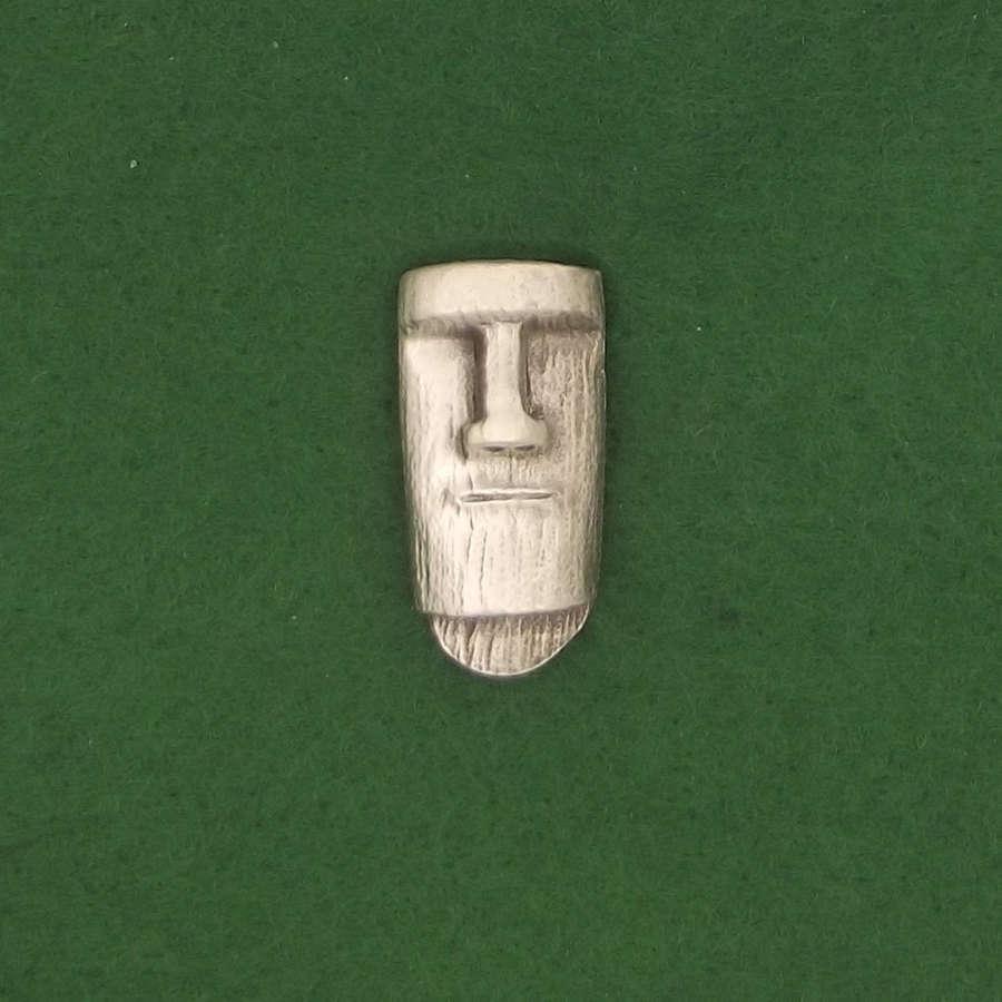 LP1747 Easter Island Head