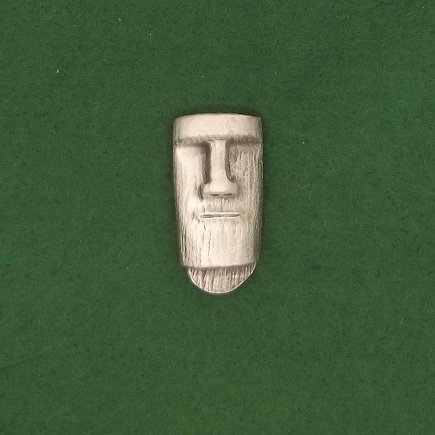 LP1747 Easter Island Head